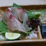 自然海料理 小太郎 - ドリンクセットのお造り(しまあじ)