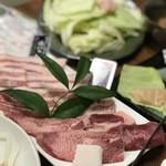 焼肉みよし - 米沢牛タンと豚バラ肉