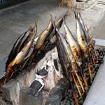 民宿 青塚食堂 - 炭火でゆっくり、じっくり焼いてます