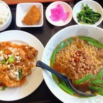 福福 - 油淋鶏と台湾ラーメン定食680円+税
