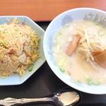 福福 - 炒飯と豚骨ラーメン650円+税