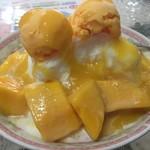 高雄婆婆冰 - 超人気芒果牛奶冰(マンゴーミルクかき氷、NT$120≒450円)