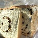 焼きたて食パン専門店 一本堂 - レーズンが渦を巻いてます