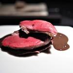 エクアトゥール - 料理写真:ラカン産鳩のロースト 内臓のソース