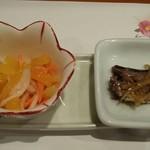 食彩酒菜 おか田 - お通し、柿と人参、いわし