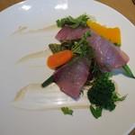 76284817 - (2017年11月 訪問)青森県産ブリと鎌倉野菜のサラダ。ソースはアンチョビ風味でした。