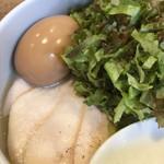 麺屋時茂 - 鶏ハムと半熟玉子