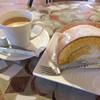 こっこらんど - 料理写真:ロールケーキセット。ふんわりしているけどしっかりした生地でコーヒーによく合います。
