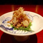 蕎麦しゃぶ総本家浪花そば - 「みょうがの酒盗和え」(480円)。