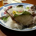 うず潮屋 - 活真鯛姿・本マグロ・根室の新サンマ入り大漁盛。結構食べた後