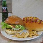 ウッディーベル - アメリカンサイズ ハンバーガー・ホットドック630円より、ミディアムサイズハンバーガー580円より