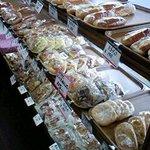 7630455 - 一歩入ると惣菜パンの宝庫