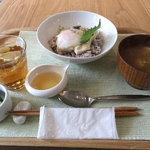 リナトキッチン - 温玉国産湯葉丼セットハーフ 750円