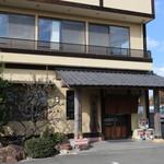 相撲茶屋ちゃんこ 龍ケ浜 - 店舗前より