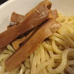 勢拉 - 麺、極太黒メンマアップ