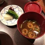 豆水楼 - お味噌汁とお漬物
