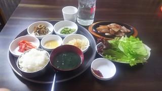 奨忠洞 - ランチサムギョプサル定食 880円