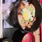四文屋 - ランチ 豚チャーシュー丼 500円