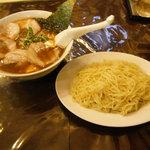 餃子の庶民亭 - マーボつけめん、チャーシュートッピング(写真はネギぬき)
