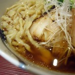麺 みつヰ - 麺とスープ接写。
