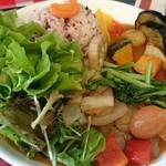 カリオン - ツレの野菜カレー。感想は、サラダ(^-^;