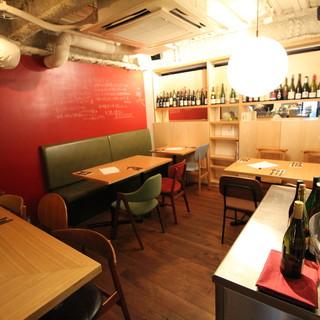 野菜とワインを気軽に楽しめる、おしゃれで落ち着いた空間