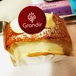 グランディール - 練乳ロールケーキ しっとりモチモチの生地で美味しい