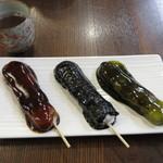 石谷もちや - 料理写真:左からあやめ団子、ごま団子、抹茶だんご