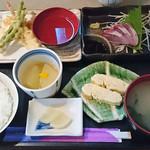 酒房 きさらぎ - 日替り定食750円、揚げたて天ぷらに天つゆ付き