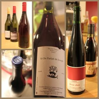 ビオワインや日本の小さなワイナリーのワインをグラスで楽しむ