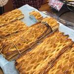 サンサンパン工房 - 料理写真:まるごとアップルパイ1本1,000円。切り分けた1片も200円で売ってます。