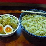 つけ麺本舗一億兆 - 【2011.04. 初訪】 つけ麺大盛800円+野菜100円