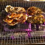 牡蠣小屋浜焼番兵 - カキ焼き