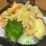 76330275 - カラリと揚がった「野菜の天ぷら」…