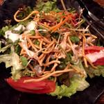 鶏と魚と野菜とMomiji - 桃太郎トマトのパリそばシーザーサラダ