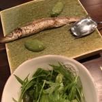 76331862 - カマスのコンフィ、有機野菜のサラダ
