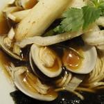 むぎとオリーブ - かにかま揚げ物と蛤