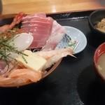 岩山海 なんば店 - 海鮮丼定食