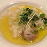 76337437 - 米料理 大アサリとアスパラのアロスカルドソ アスパラのおいしい食べ方の見本です。貝割れの辛みもアクセントです。