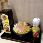 明治亭 - かつ丼ソース、カラシ
