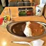 76344848 - エッグ入りミックスカレー&野菜サラダA。