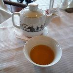 中国料理 桃林 - サービスで烏龍茶かジャスミン茶を選べます。今回はジャスミン茶を選択♪その温かさと香りに癒されます☆