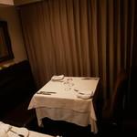 アンプティトゥール - 個室のテーブル席