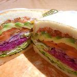 俺のBakery&Cafe 松屋銀座 裏 - スモークサーモンとアボカドのサンドイッチ 980円