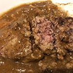 牛舎 - 肉厚ハンバーグは中心がちょっとレアな焼き加減