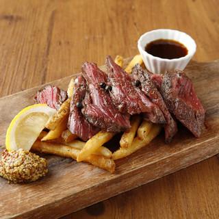 種類豊富な前菜、部位ごとの特選牛ステーキ、牛串もの