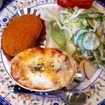 ABC食堂 - 料理写真:公民館はコキール、メンチカツ、野菜サラダ