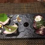 サラマンジェ ド ヨシノ - カワハギの肝包みとカツオ