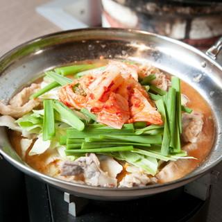 老舗焼肉店の上質肉と自家製スープの絶品ホルモン鍋!