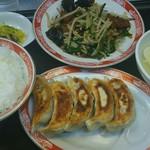 中国麺家万天 - レバニラ定食900円と単品焼餃子630円